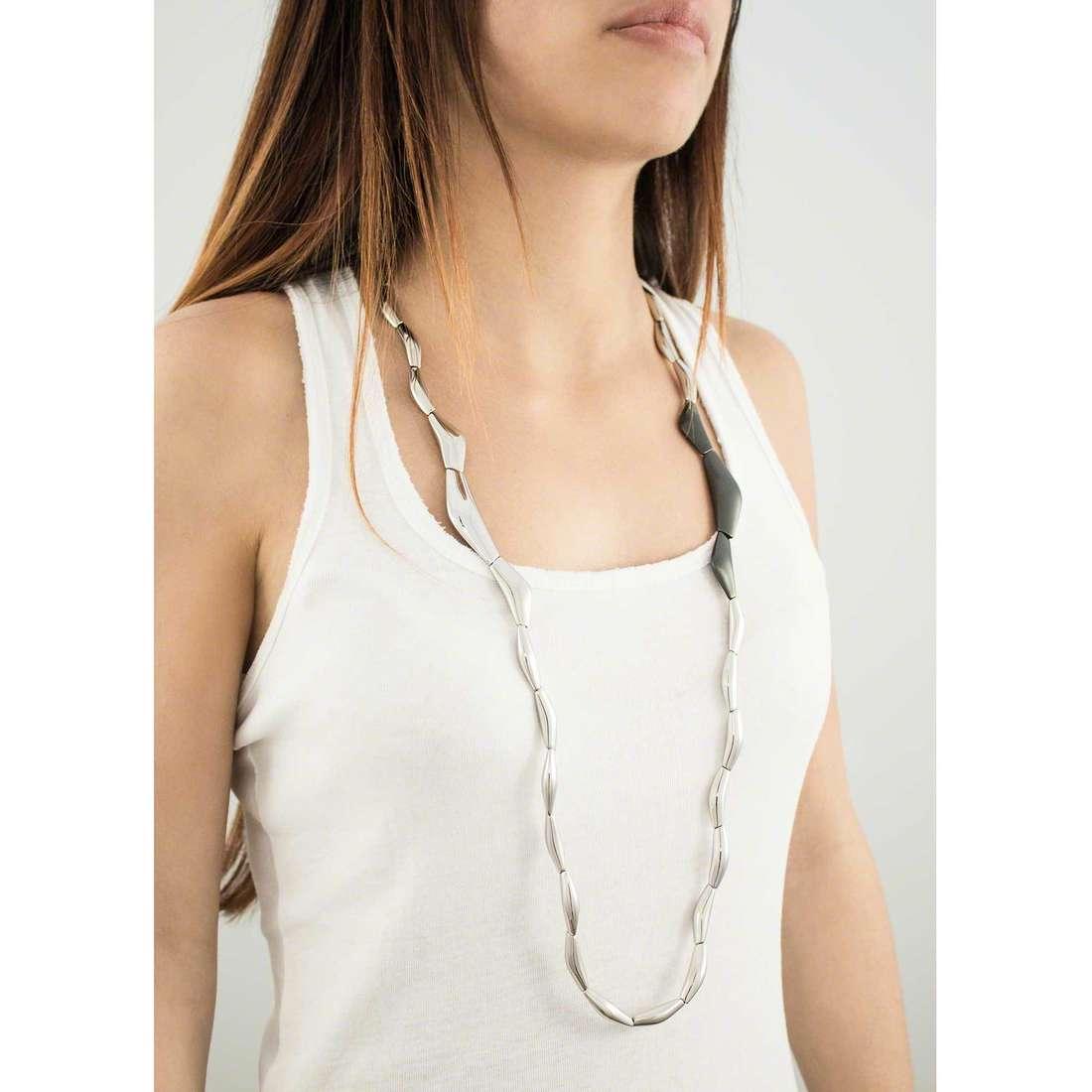 Breil colliers Flowing femme TJ1819 indosso