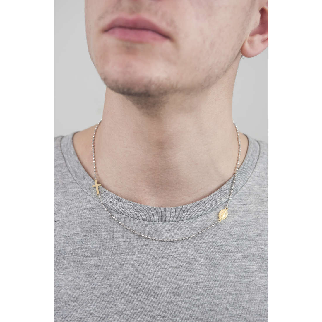 Cesare Paciotti colliers homme JPCL1239B indosso