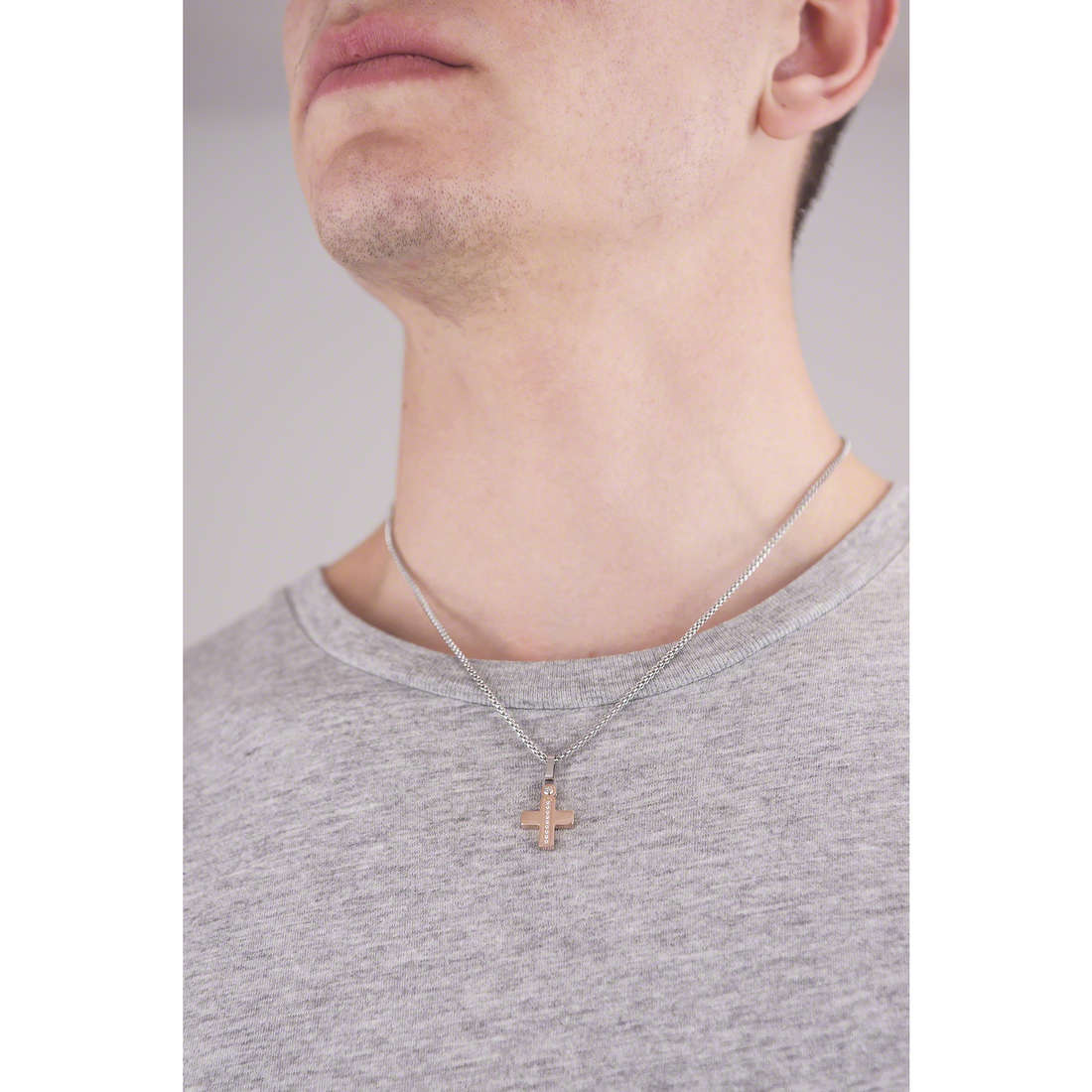 Comete colliers Zip homme UGL 520 indosso