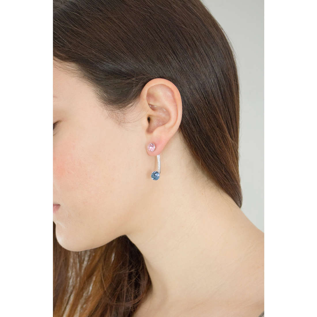 Brosway earrings Affinity woman BFF21 photo wearing