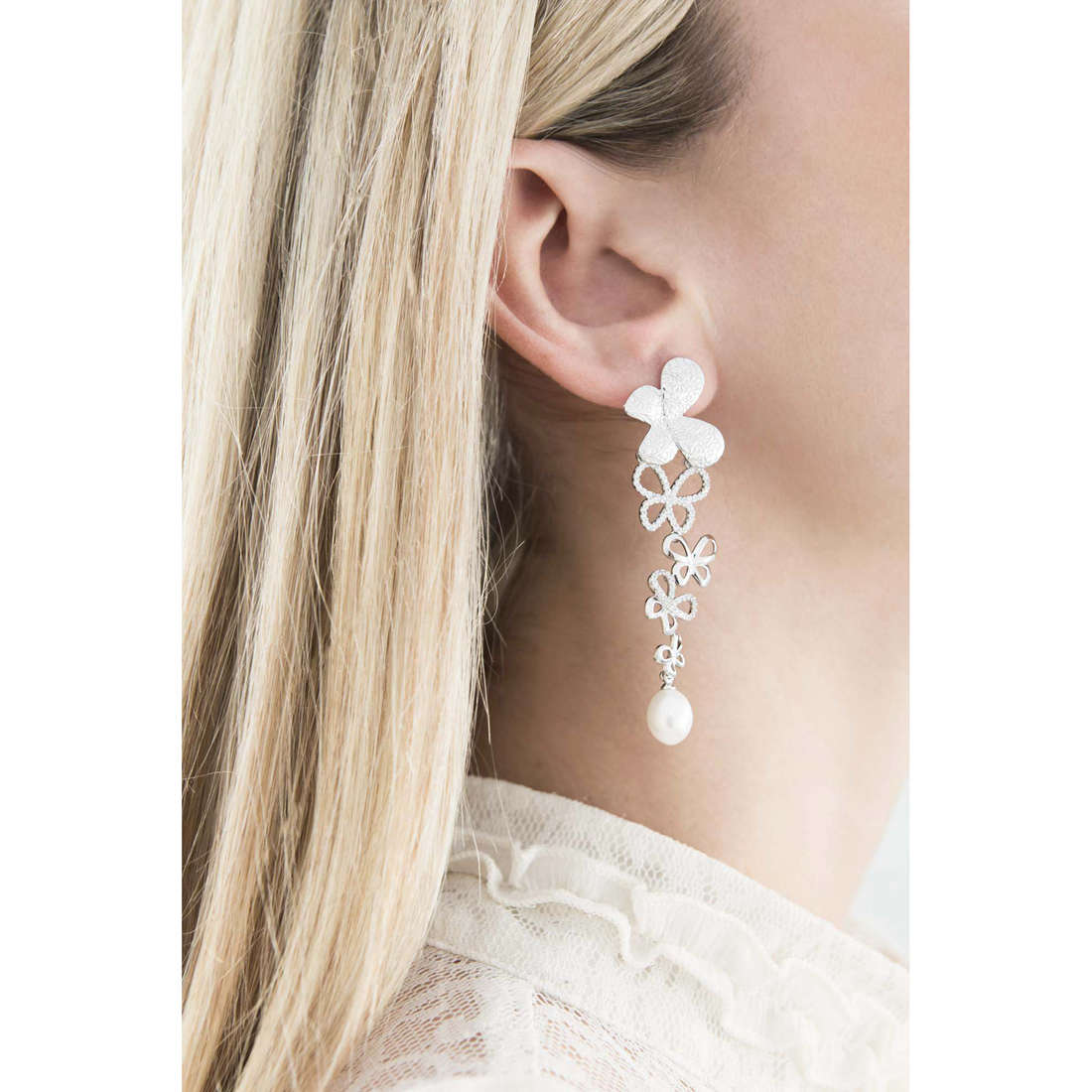 Comete earrings Farfalle woman ORA 108 indosso