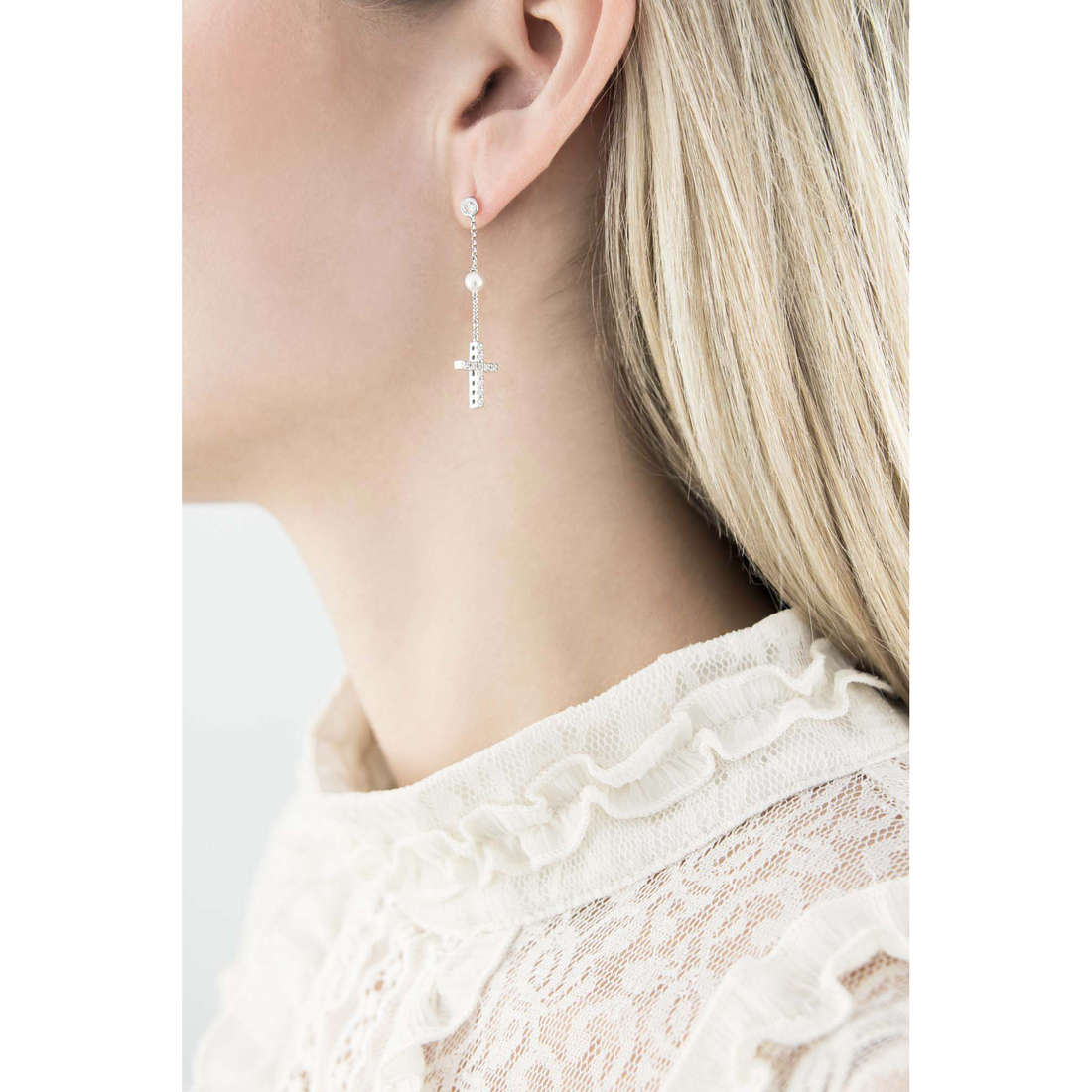 Comete earrings Holy woman ORA 102 indosso