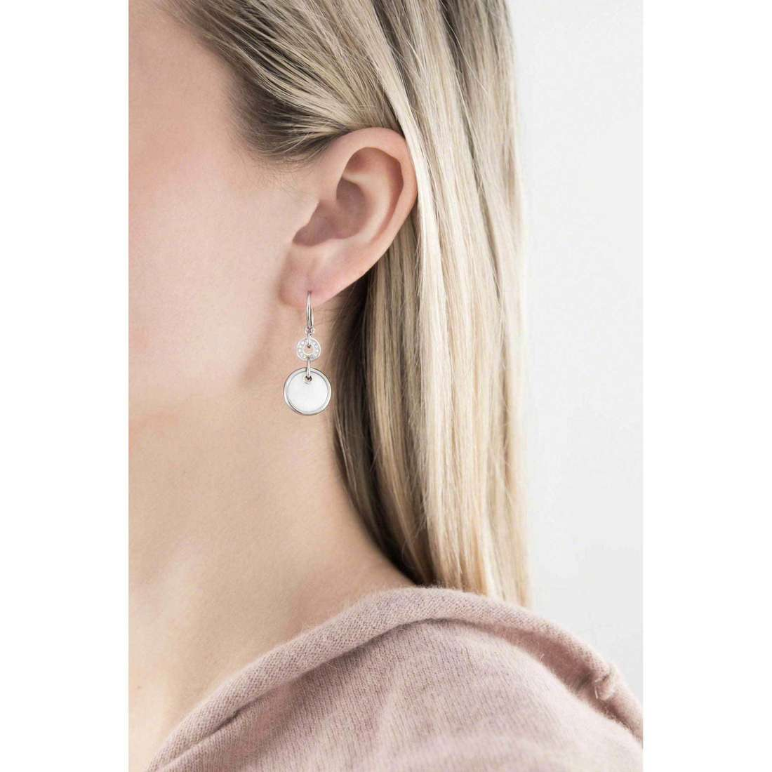 Fossil earrings woman JF00551040 indosso