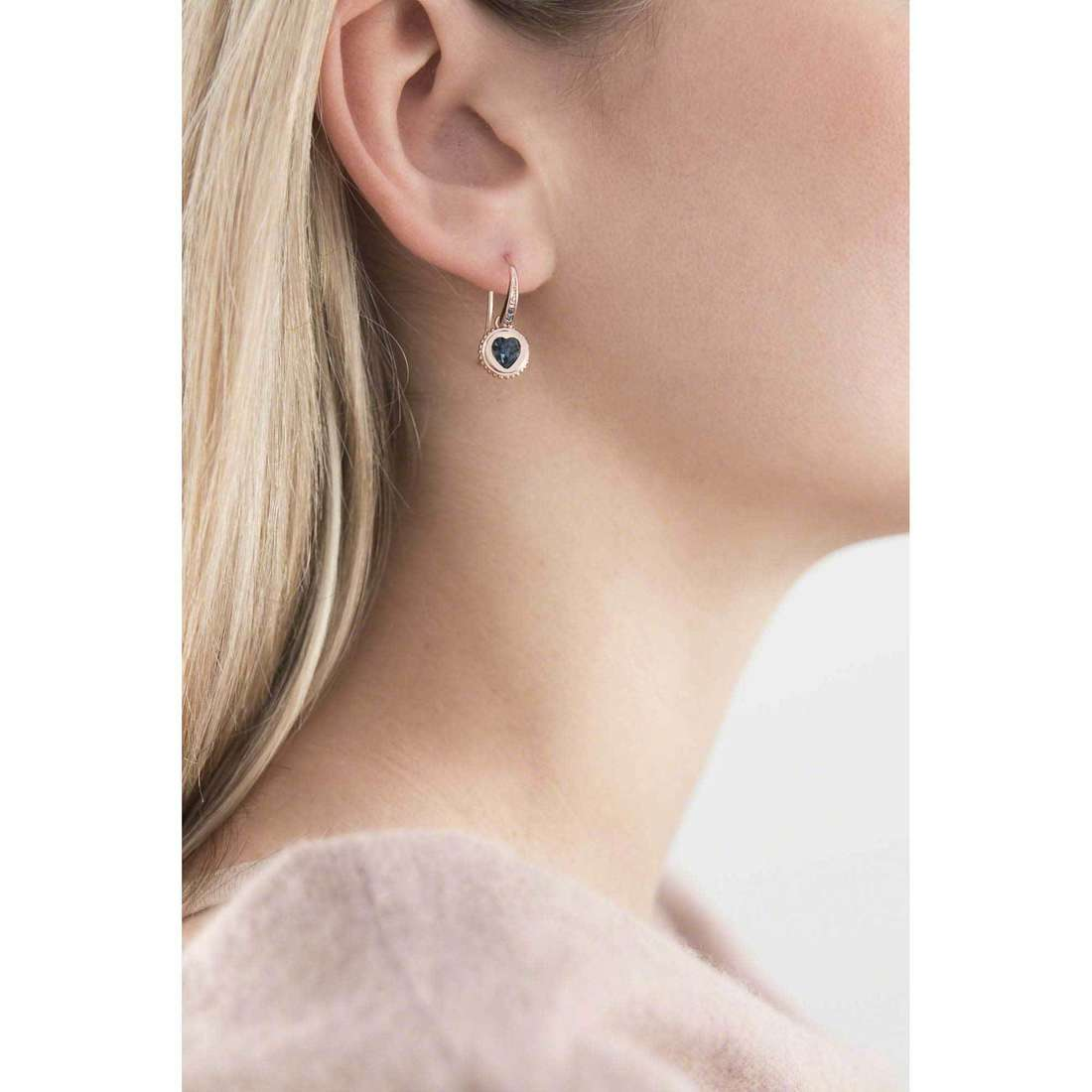 Guess earrings Rose Gold woman UBE21525 indosso