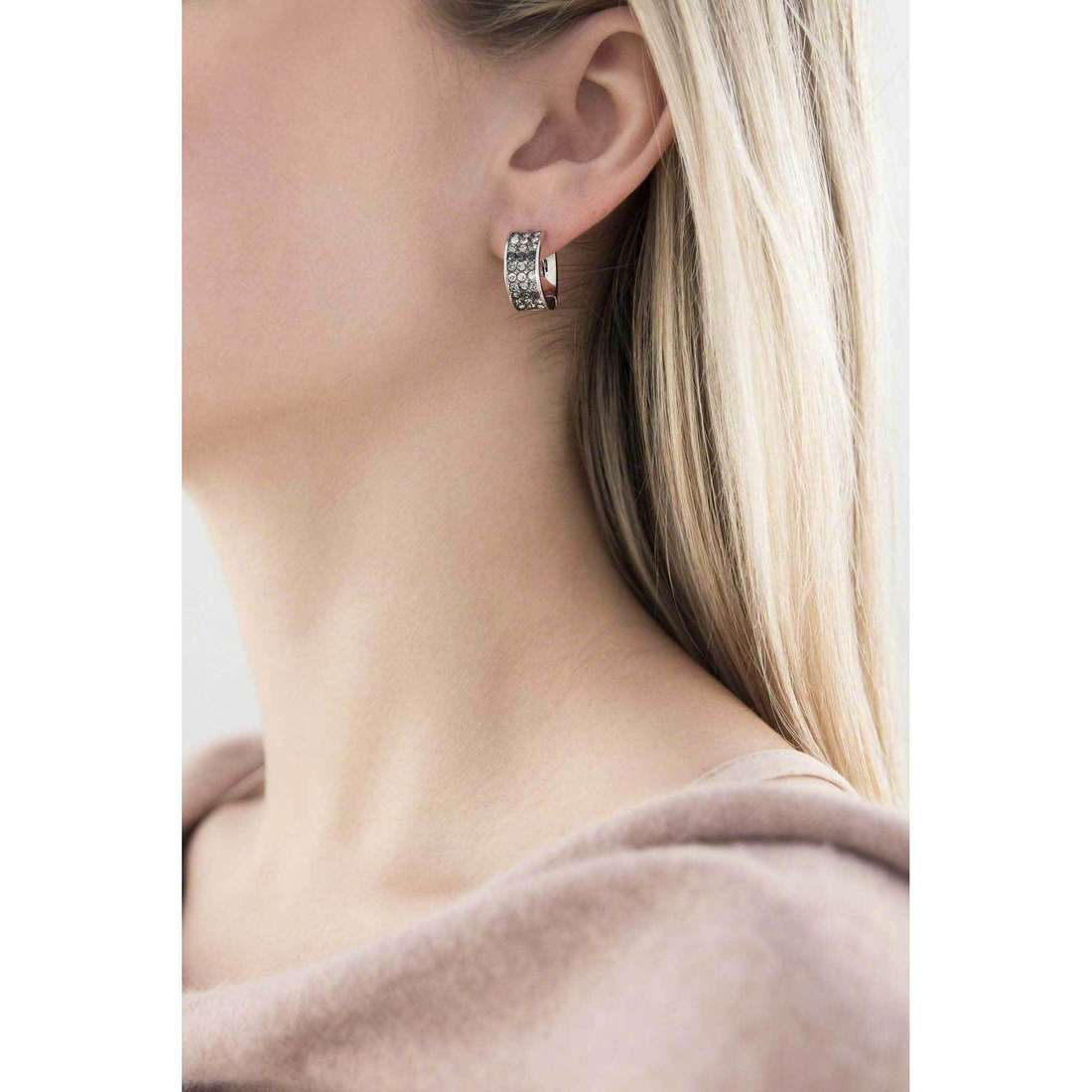 Guess earrings woman UBE71544 indosso