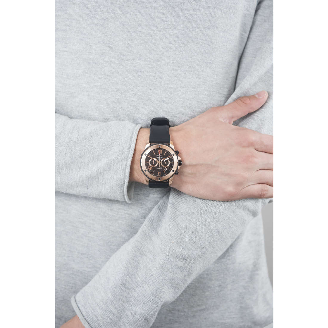 Bulova chronographes Marine Star homme 98B104 indosso