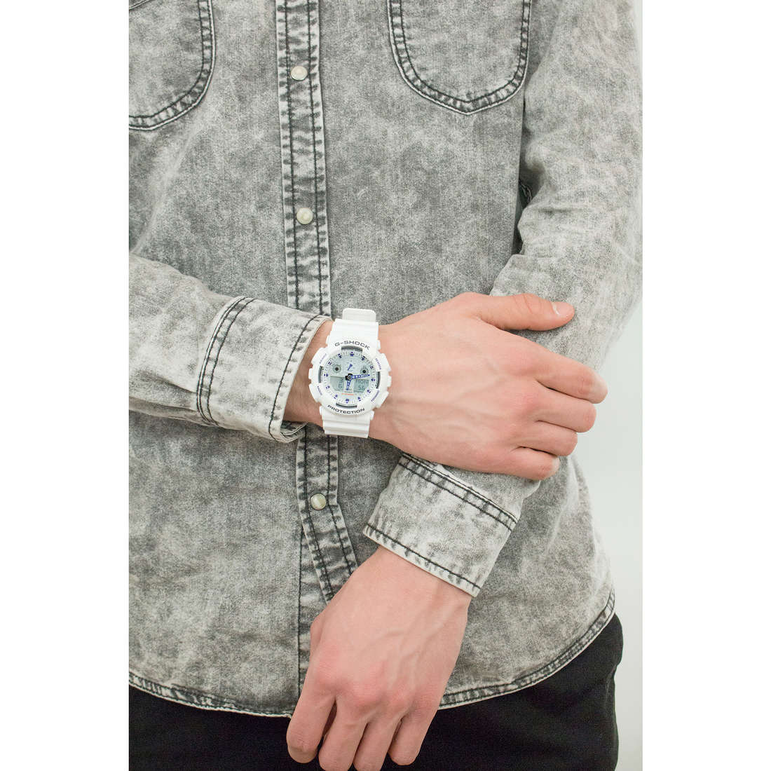 Casio numériques G-Shock homme GA-100A-7AER photo wearing