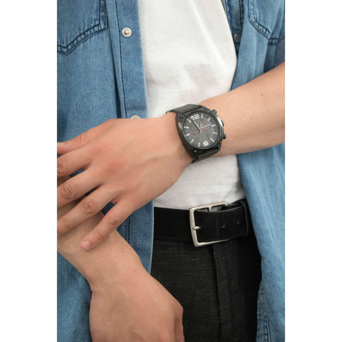 Diesel chronographes Overflow homme DZ4373 photo wearing