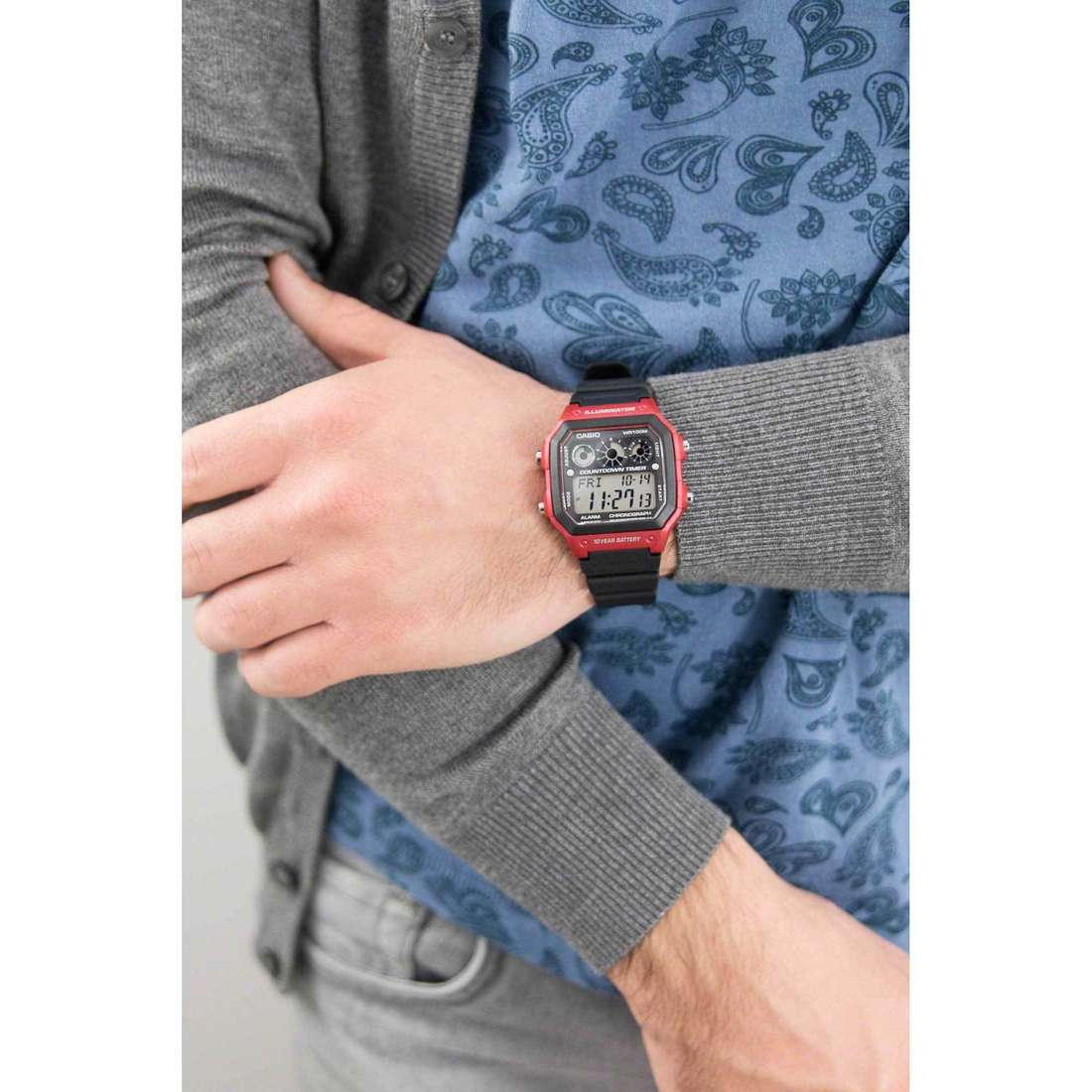 Casio multifonction Casio Collection homme AE-1300WH-4AVEF indosso