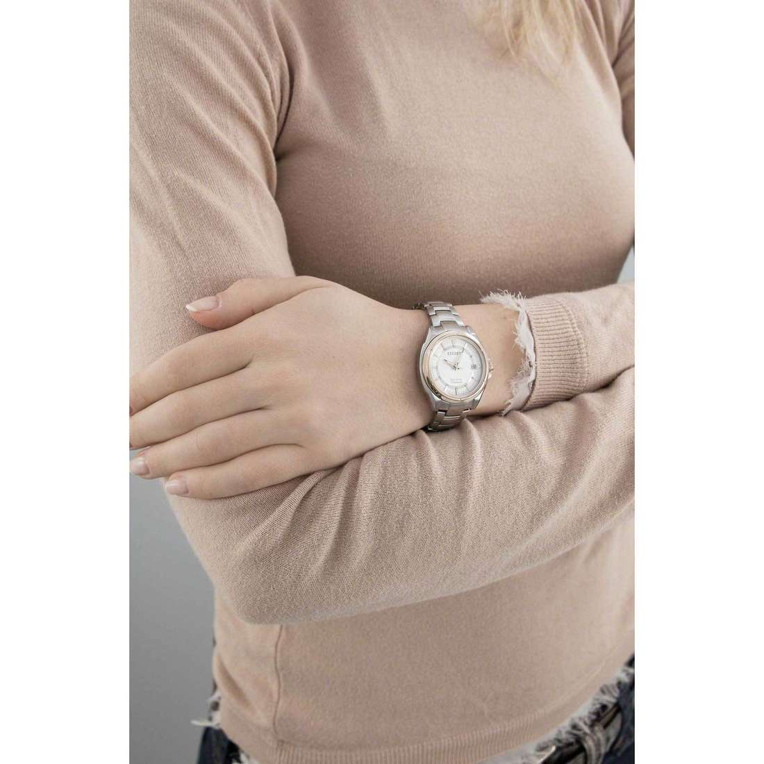 Citizen seul le temps Super Titanio femme FE6044-58A indosso