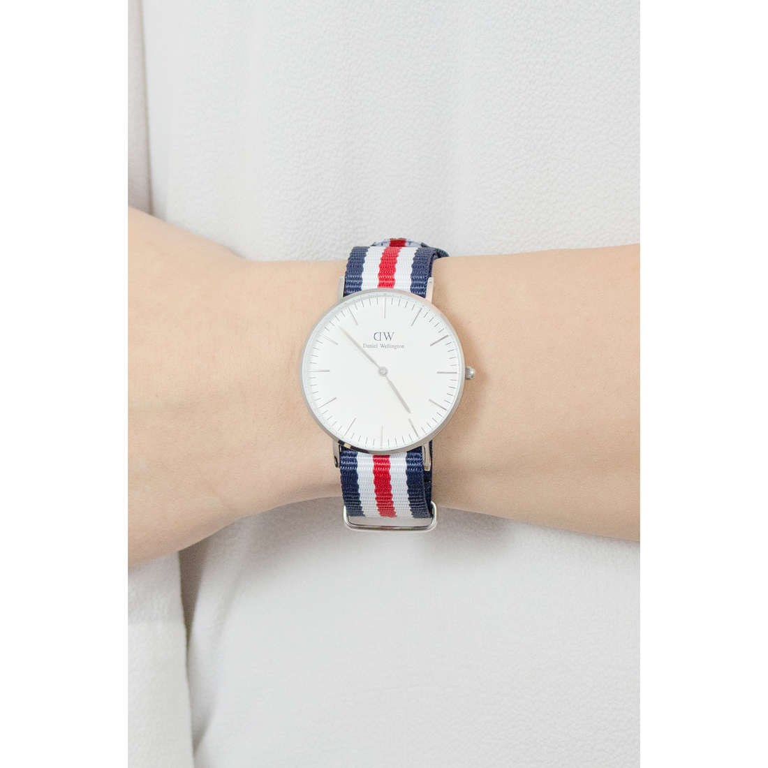 Daniel Wellington seul le temps Classic femme DW00100051 photo wearing