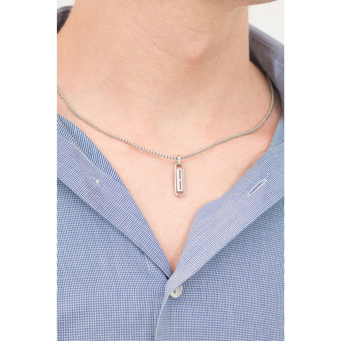 Comete necklaces Lingotto man UGL 363 indosso