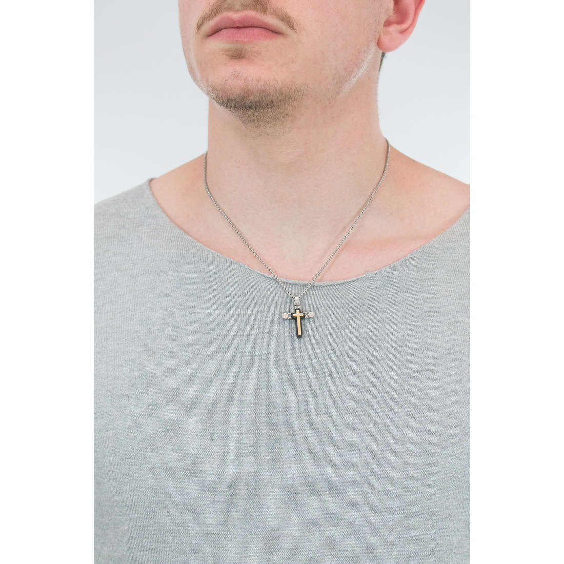 Comete necklaces Cronos man UGL 527 indosso