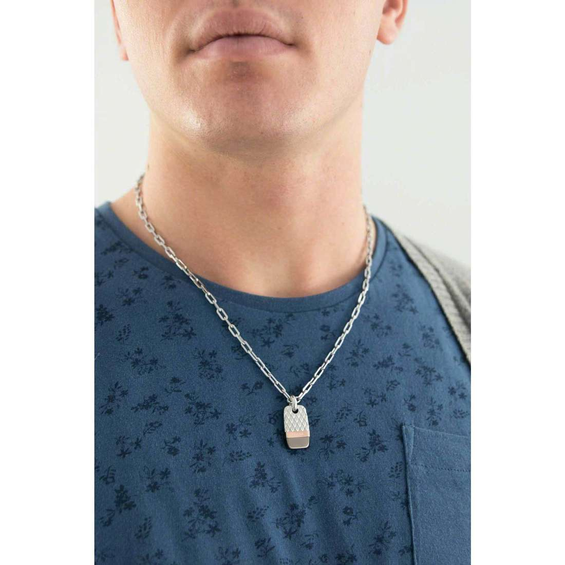 Fossil necklaces Holiday 15 man JF02084998 indosso