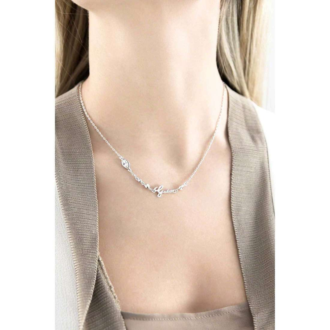 Guess necklaces Shiny Guess woman UBN61022 indosso
