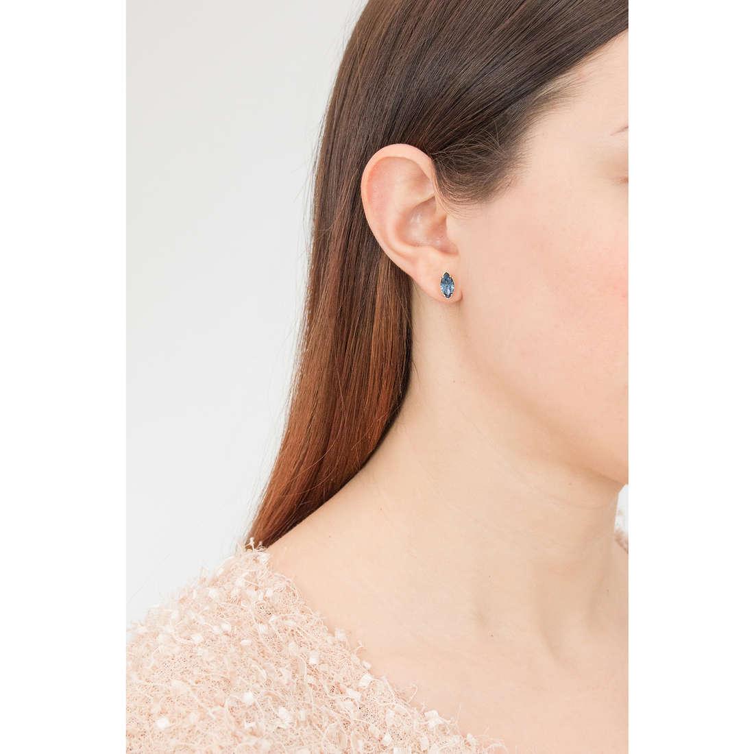 Brosway orecchini Affinity donna BFF48 indosso