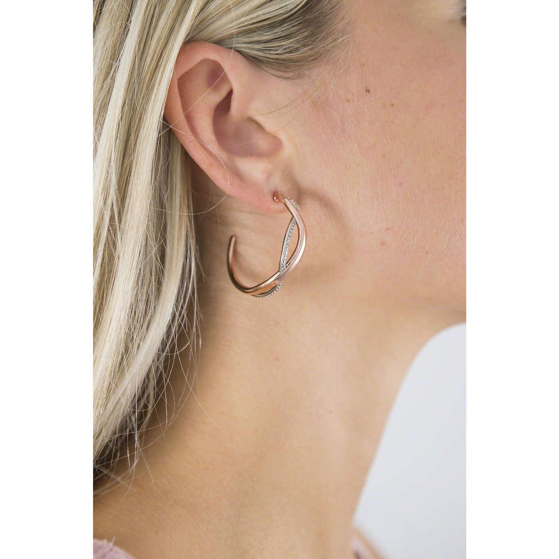 Brosway orecchini Ribbon donna BBN22 indosso