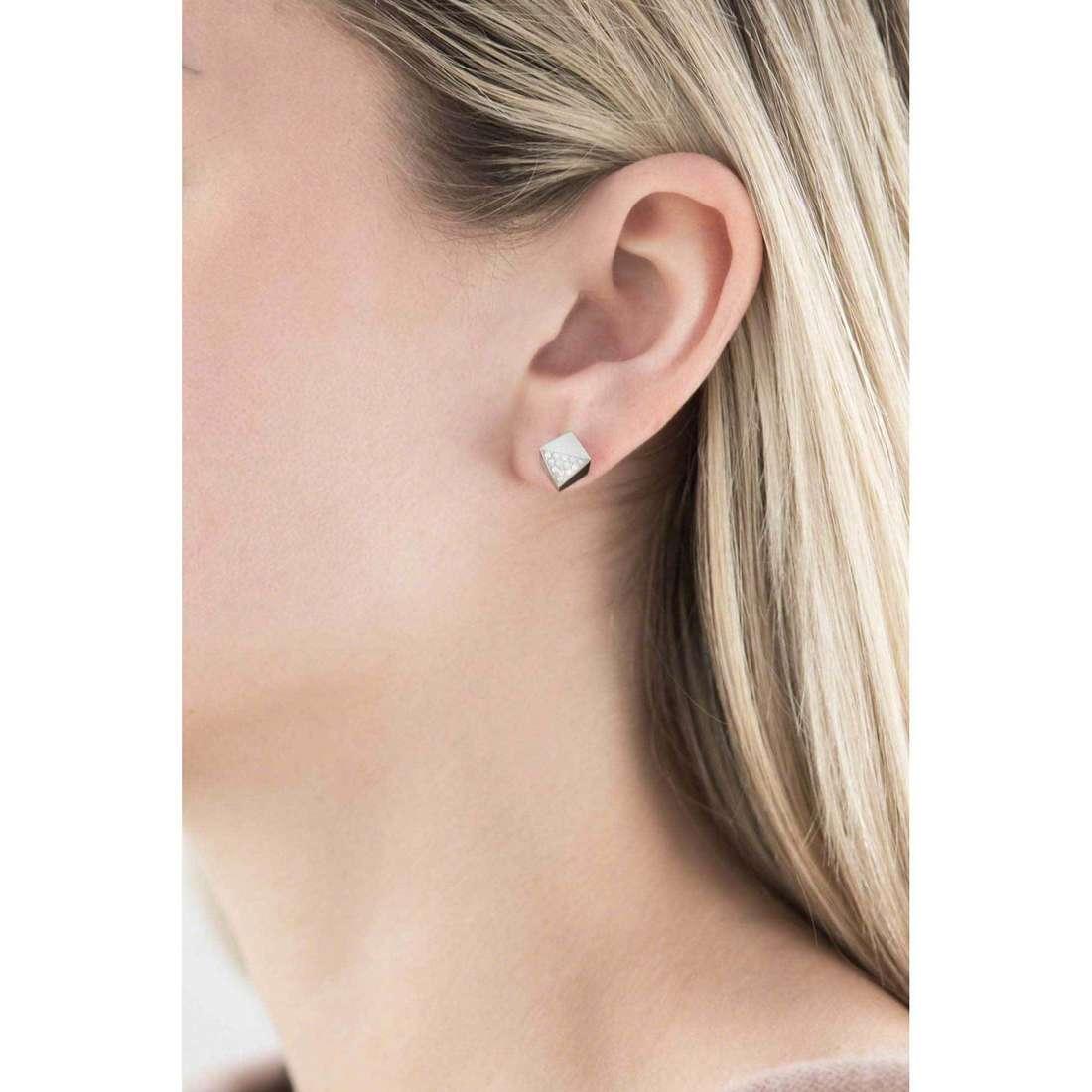 Fossil orecchini Fall 15 donna JF01990040 indosso