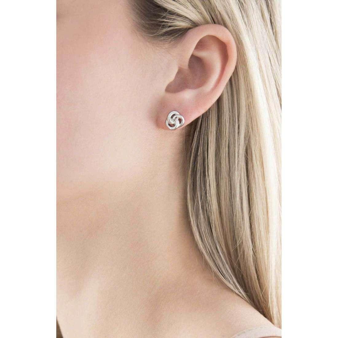 Fossil orecchini Summer 15 donna JF01363040 indosso