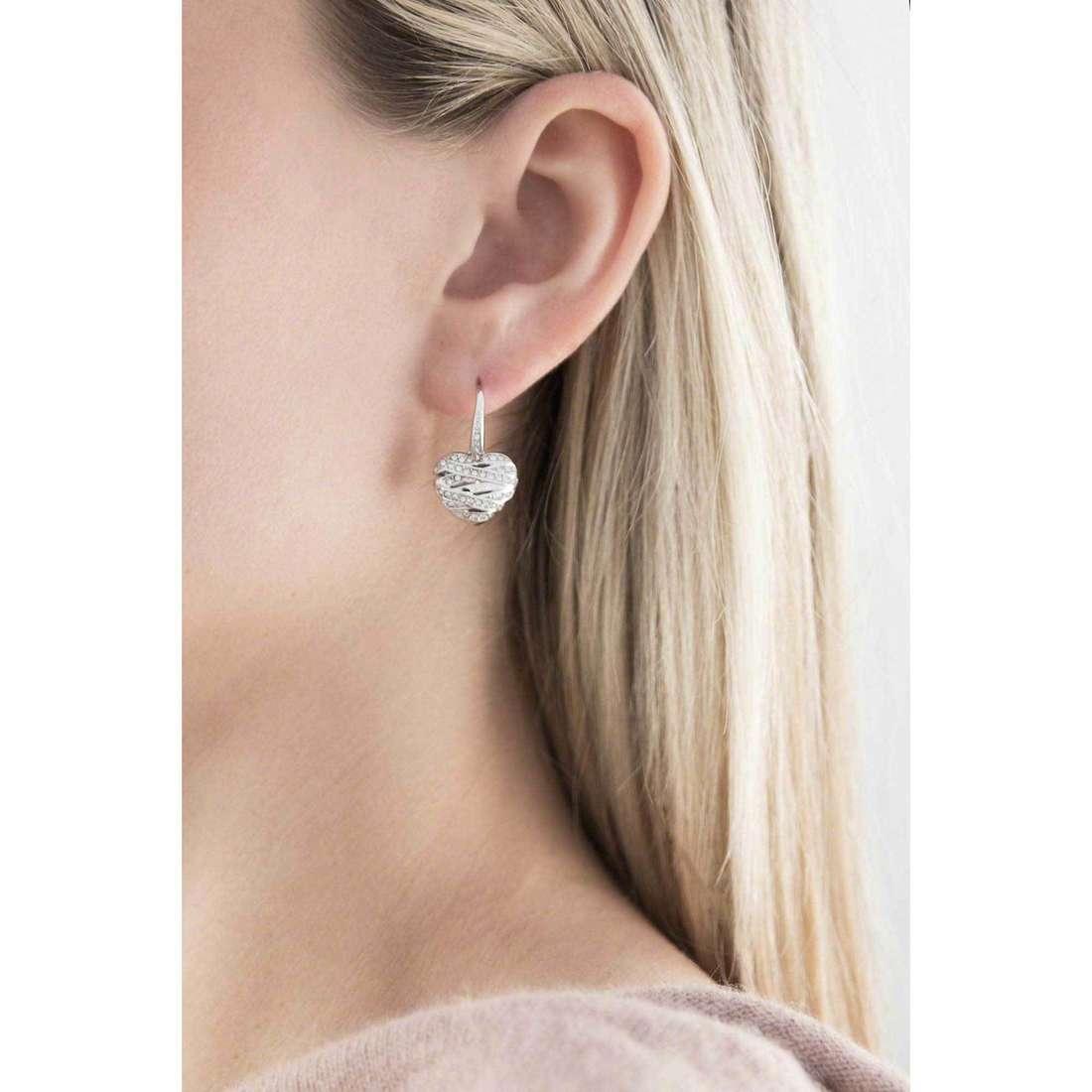 Guess orecchini Fashion donna UBE21581 indosso