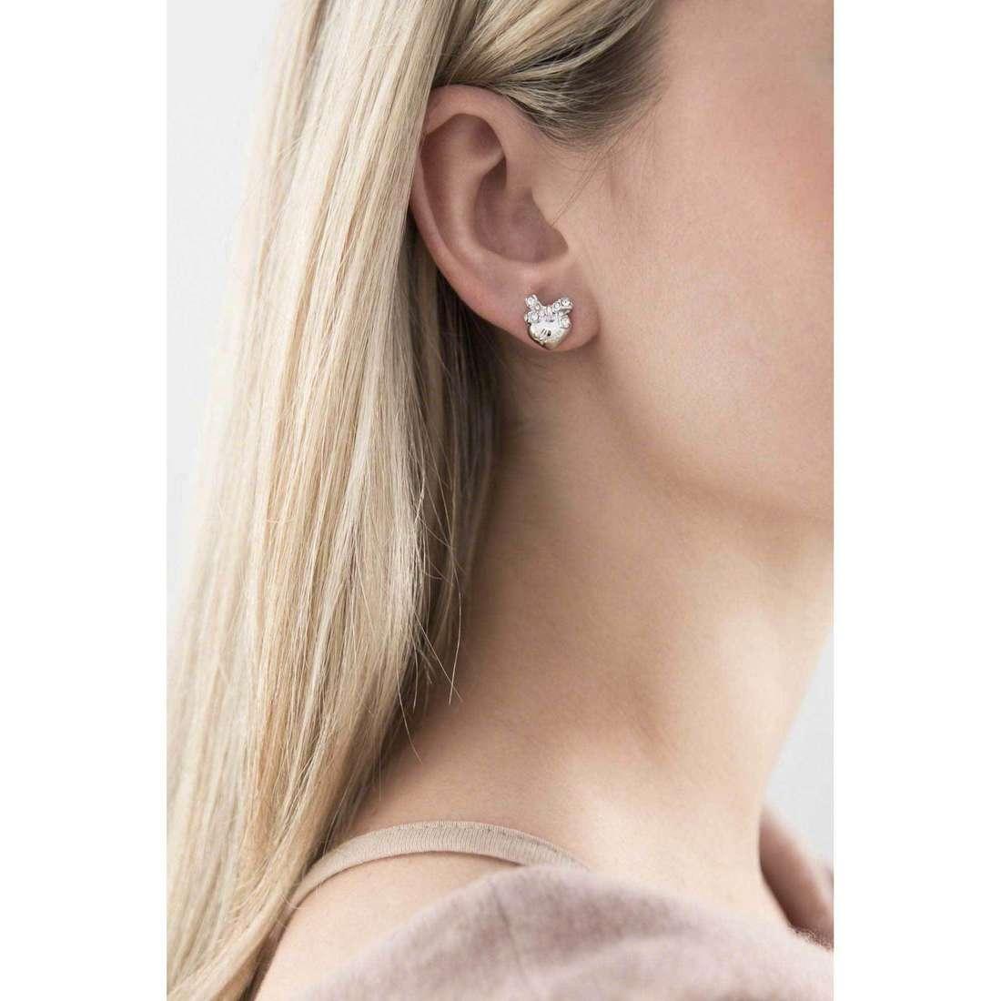 Guess orecchini Iconic donna UBE21560 indosso
