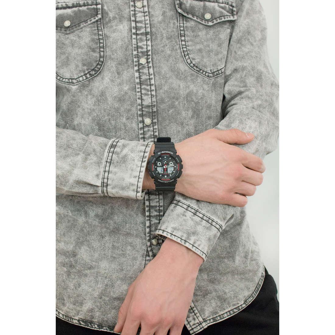 Casio digitali G-Shock uomo GA-100-1A4ER indosso