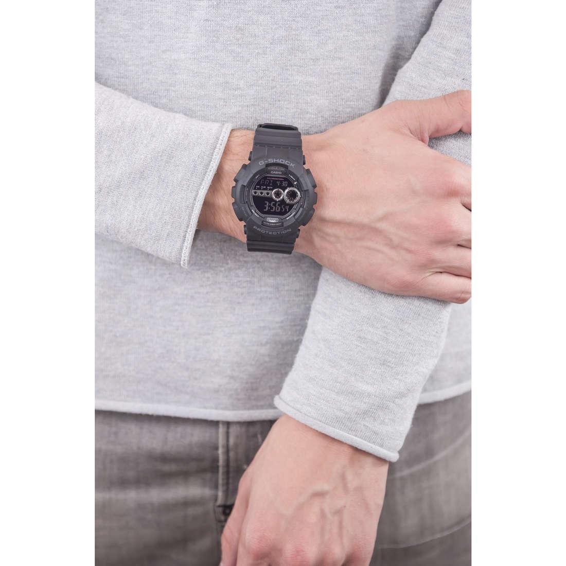 Casio digitali G-Shock uomo GD-100-1BER indosso
