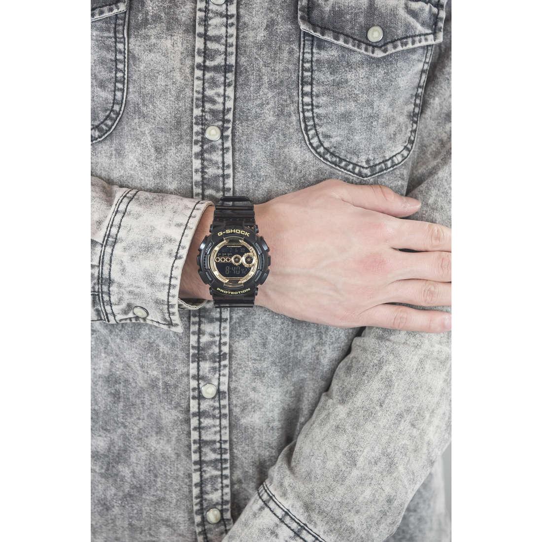 Casio digitali G-Shock uomo GD-100GB-1ER indosso