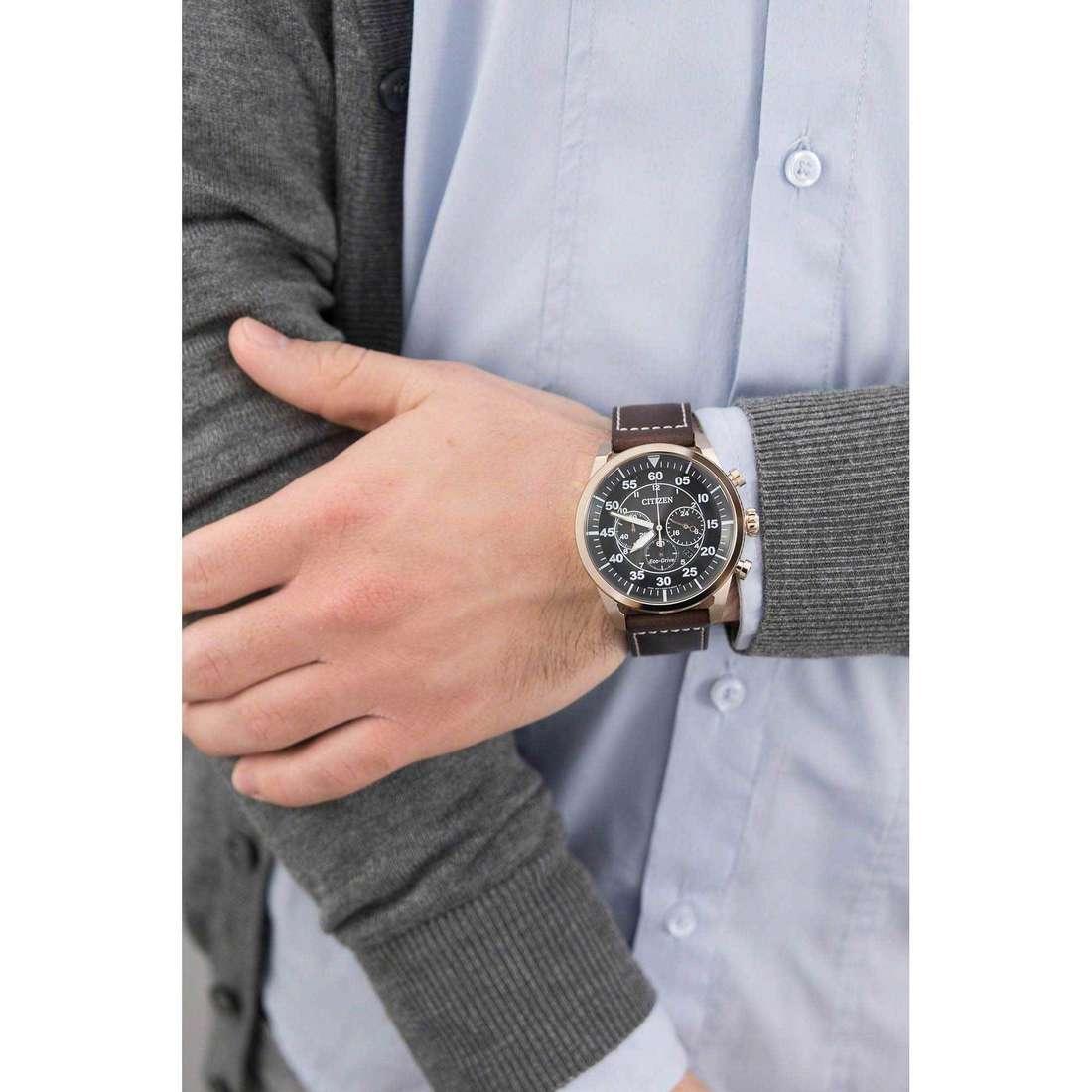 Citizen cronografi Eco-Drive uomo CA4213-00E indosso