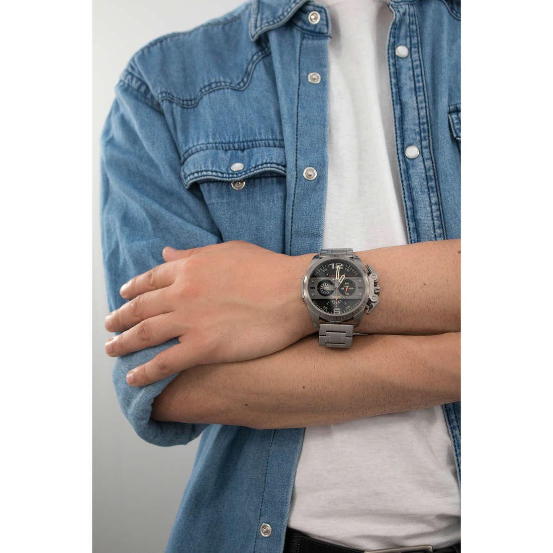 Diesel cronografi Ironside uomo DZ4363 indosso