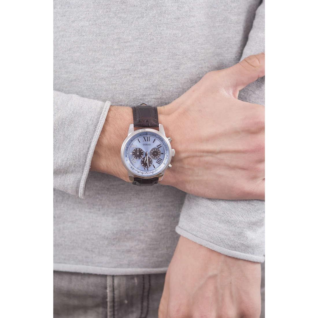 Guess cronografi Ice Blue uomo W0380G6 indosso