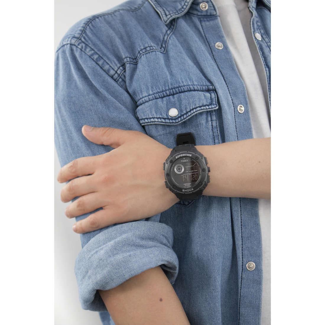 Timex cronografi Vibe Shock uomo T49983 indosso