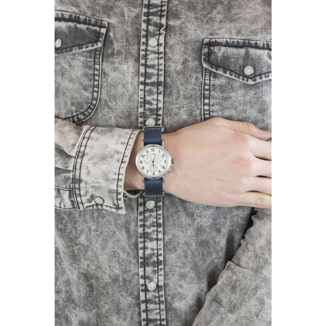 Timex cronografi Weekender uomo TW2P62100 indosso