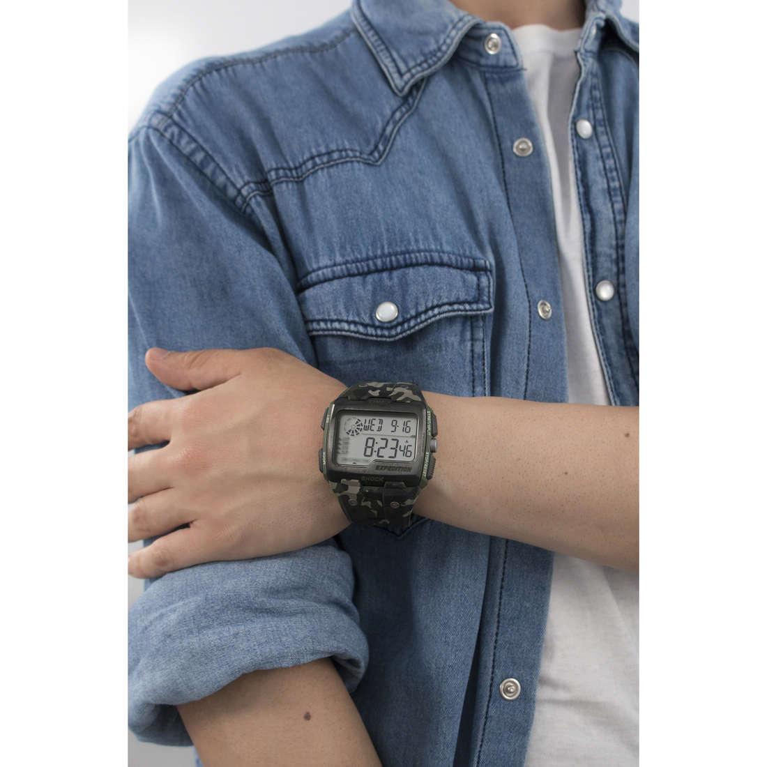 Timex digitali Grid Shock uomo TW4B02900 indosso