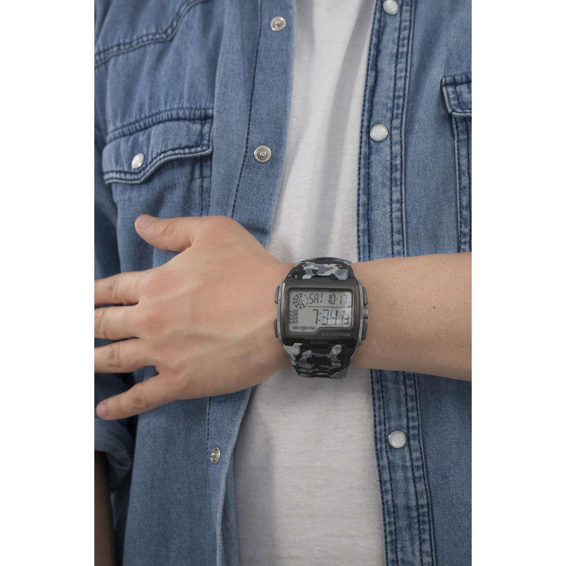 Timex digitali Grid Shock uomo TW4B03000 indosso