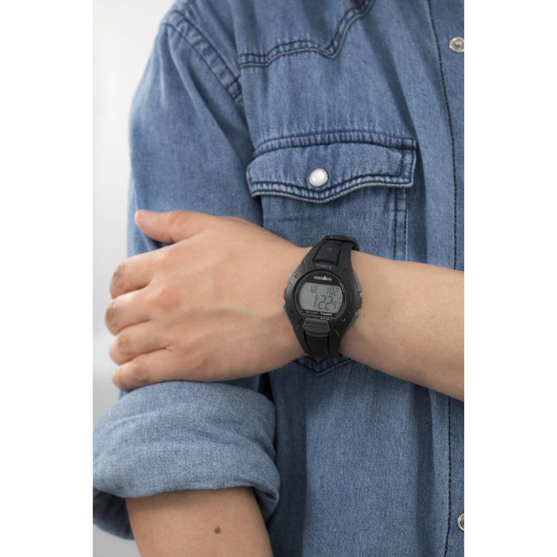 Timex digitali Irm 10 Lap uomo TW5K94000 indosso
