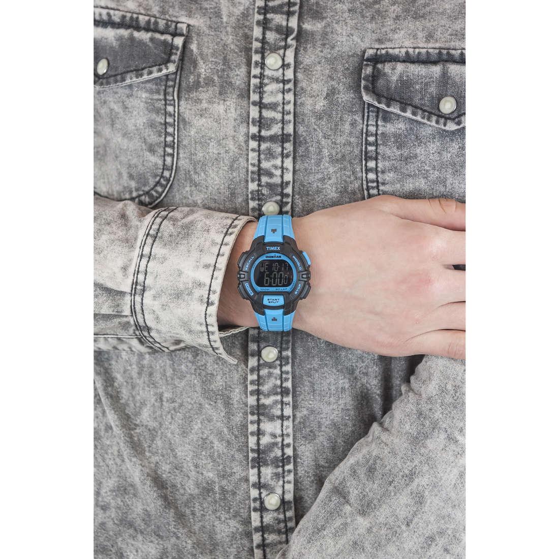 Timex digitali Ironman Colors uomo TW5M02700 indosso