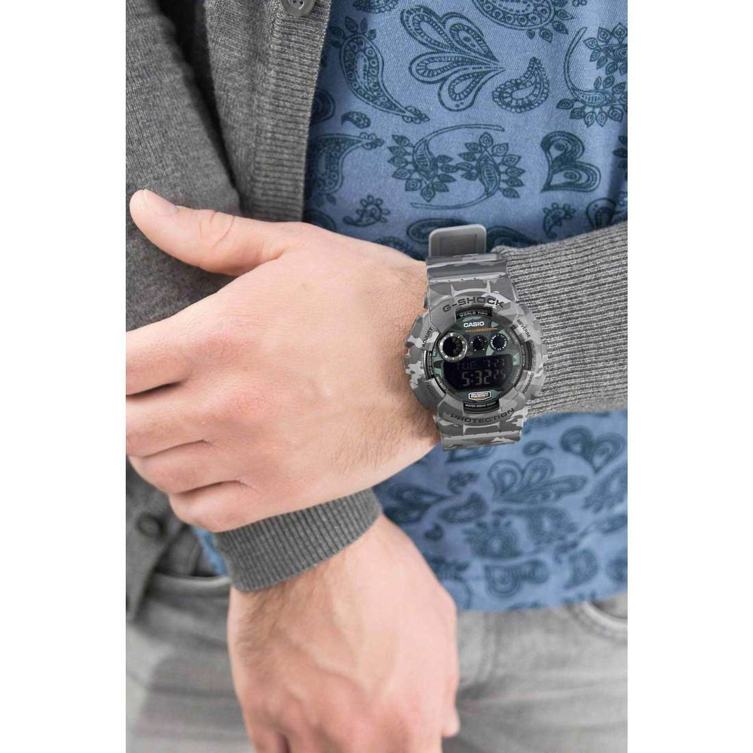 Casio digitali G-Shock uomo GD-120CM-8ER indosso