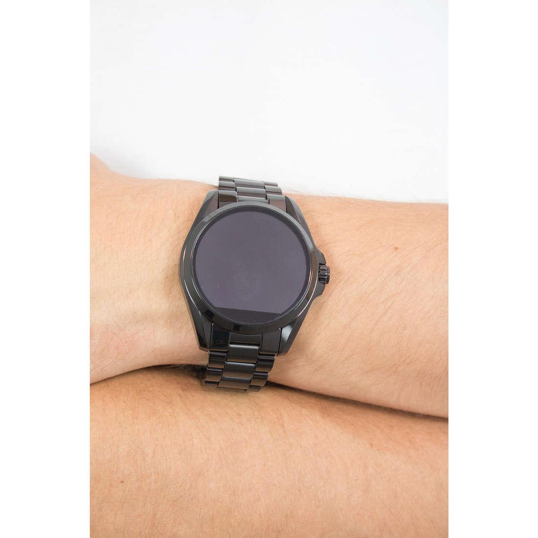 Michael Kors Smartwatches Bradshaw uomo MKT5005 indosso