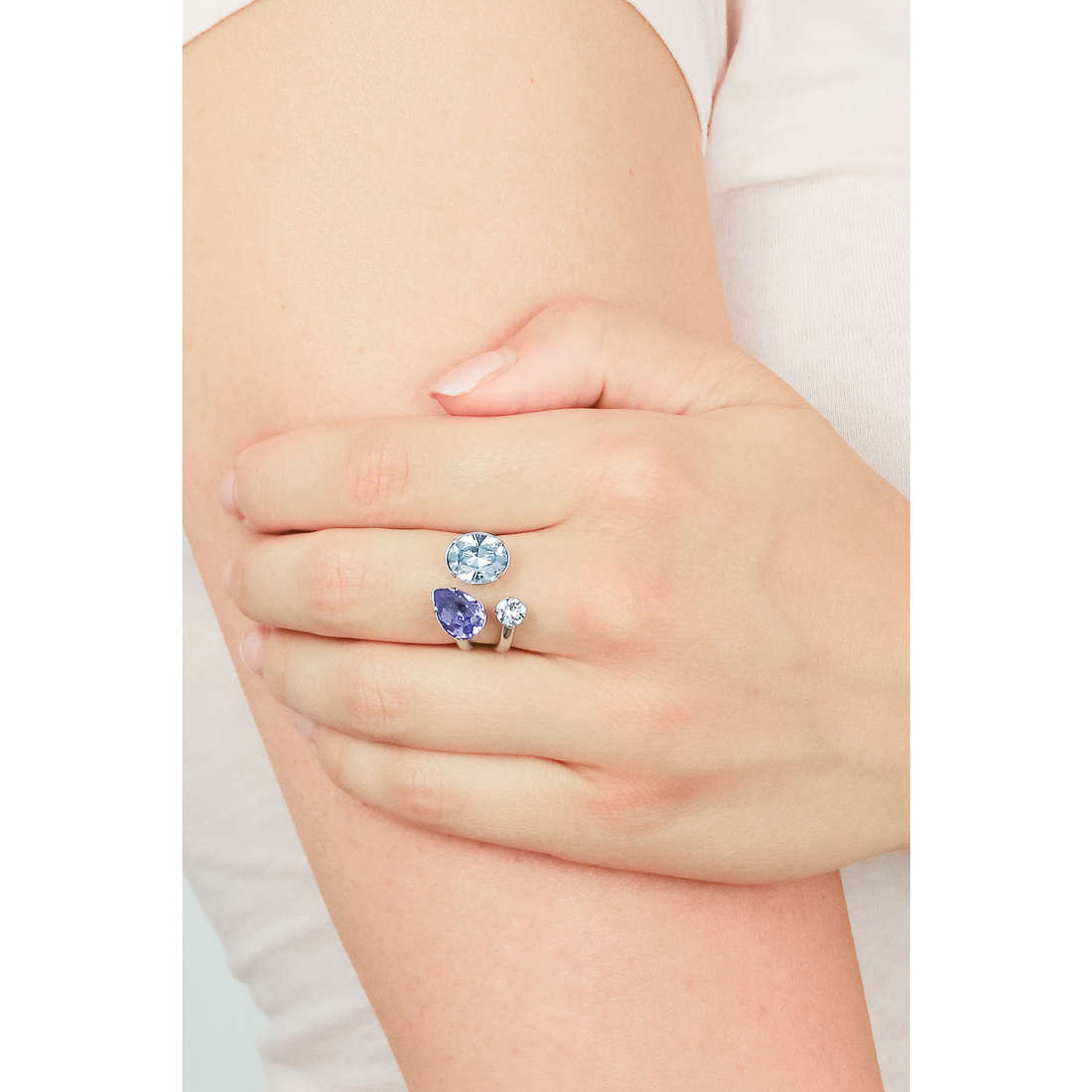 Brosway rings Affinity woman BFF31A indosso