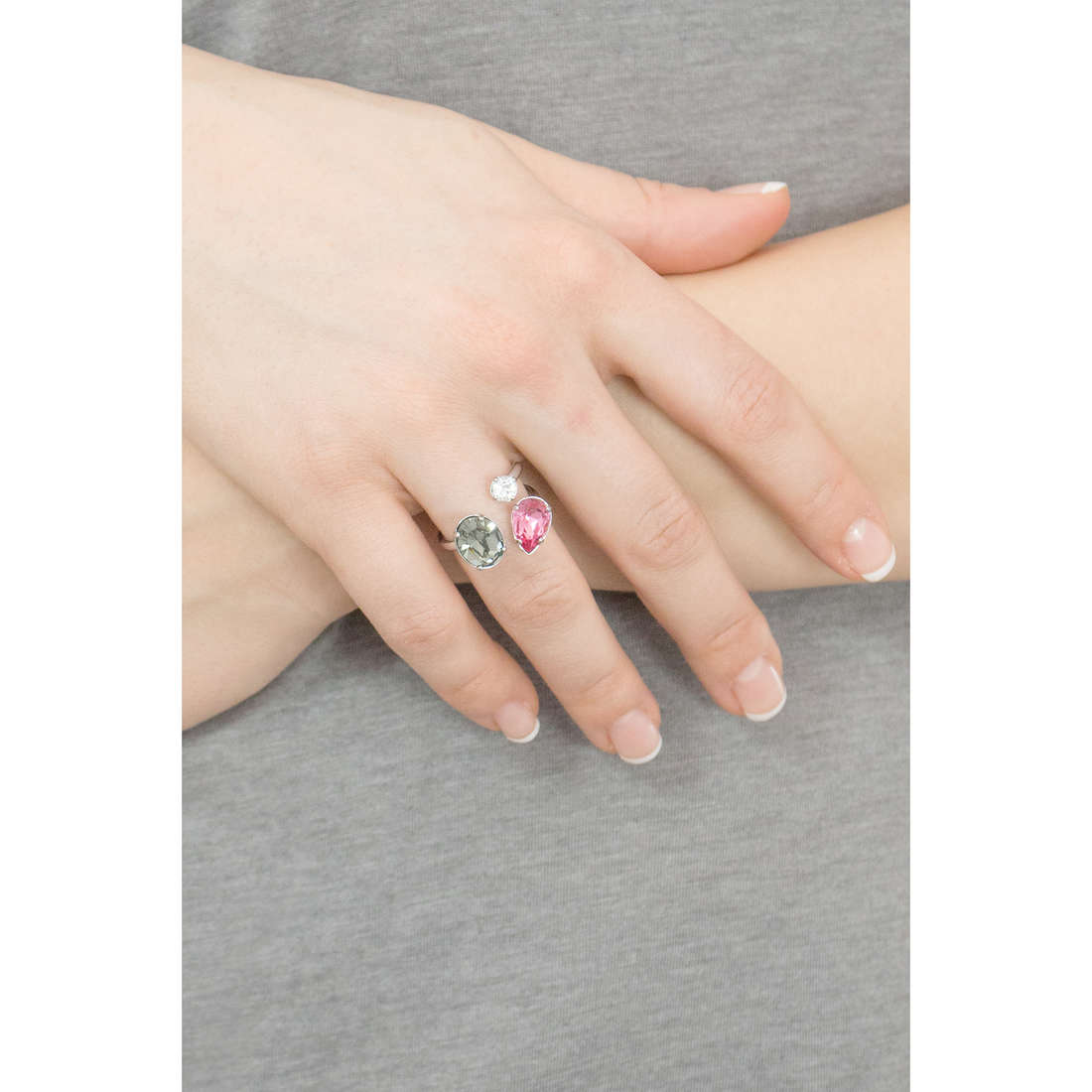 Brosway rings Affinity woman BFF32A indosso