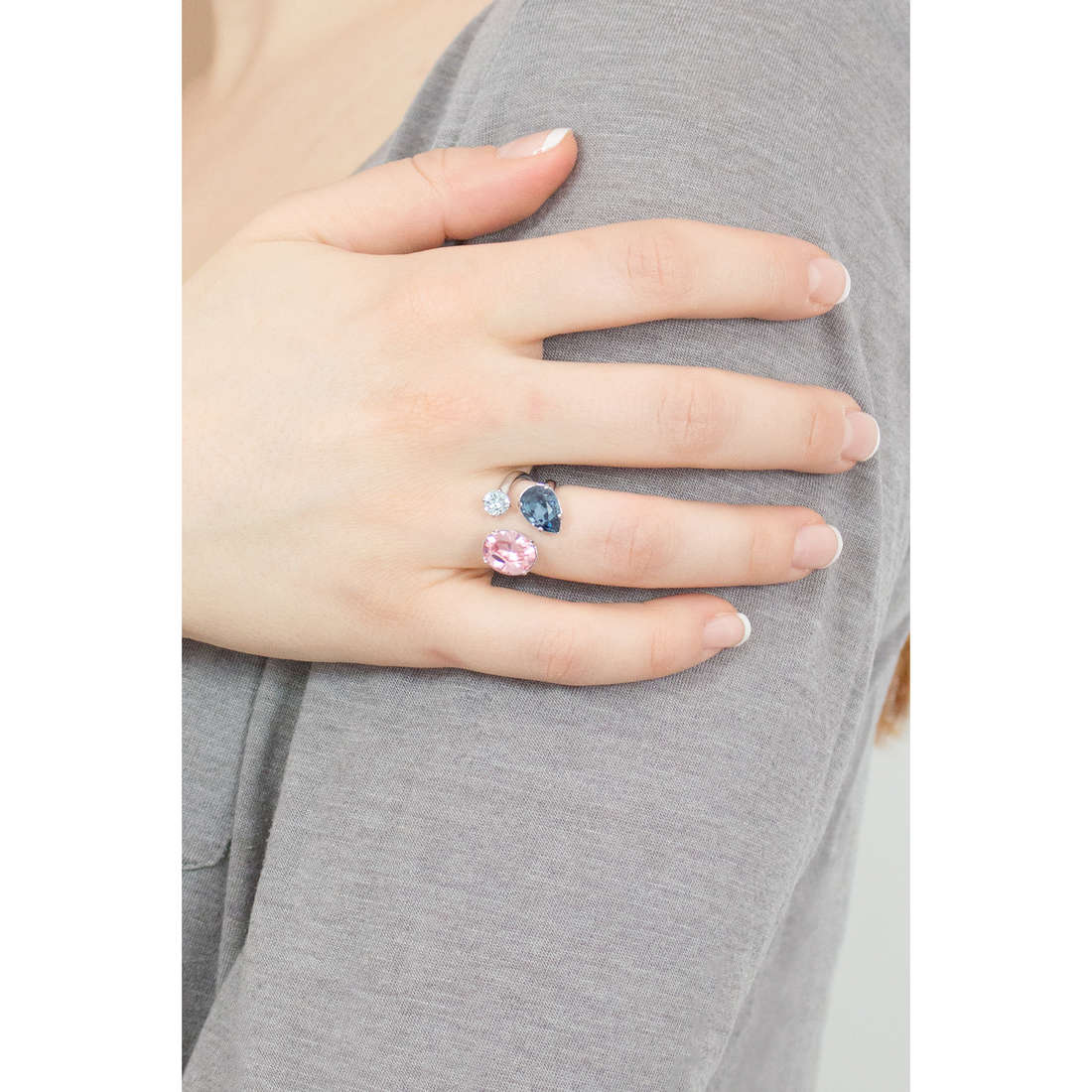 Brosway rings Affinity woman BFF33C indosso