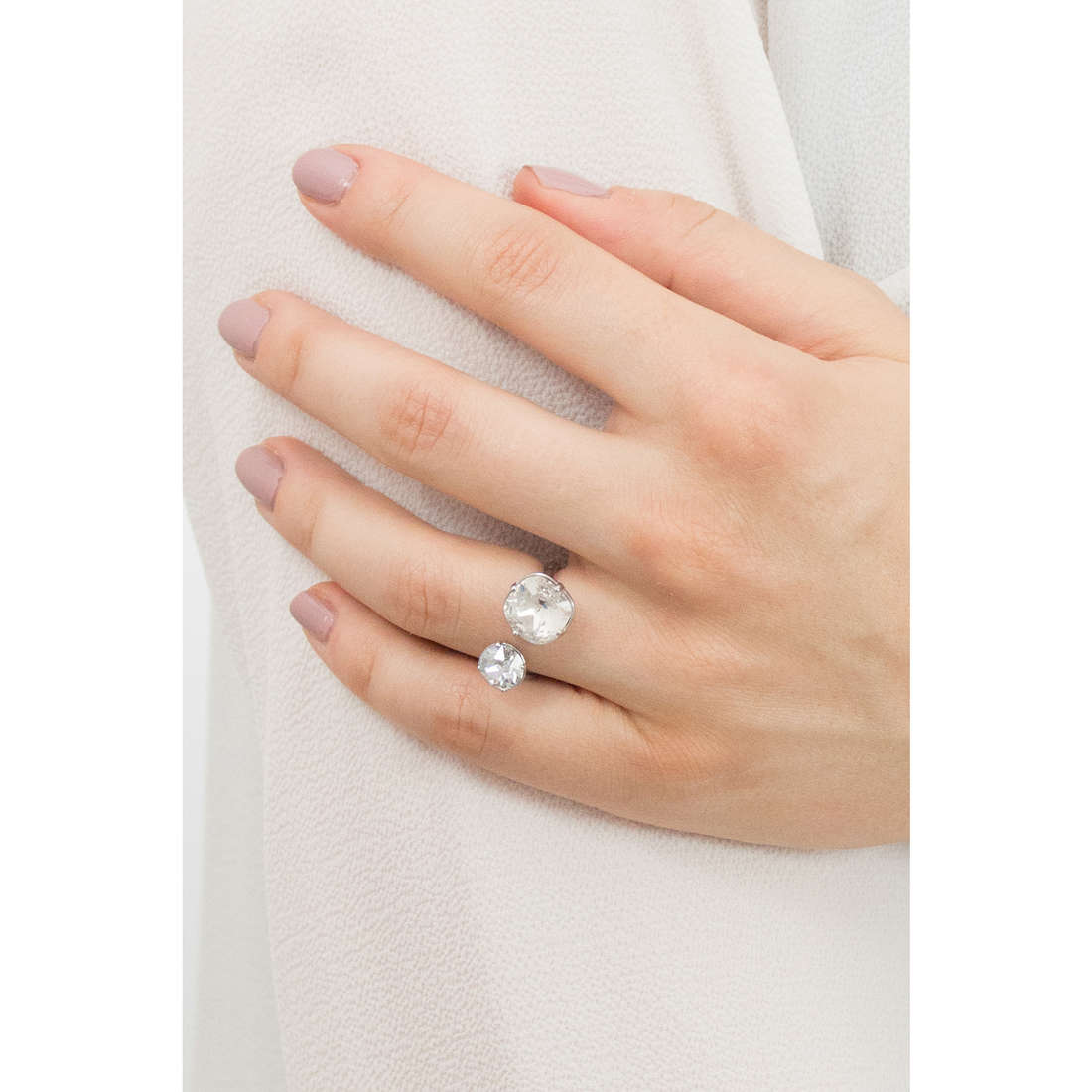 Brosway rings Affinity woman BFF37B indosso