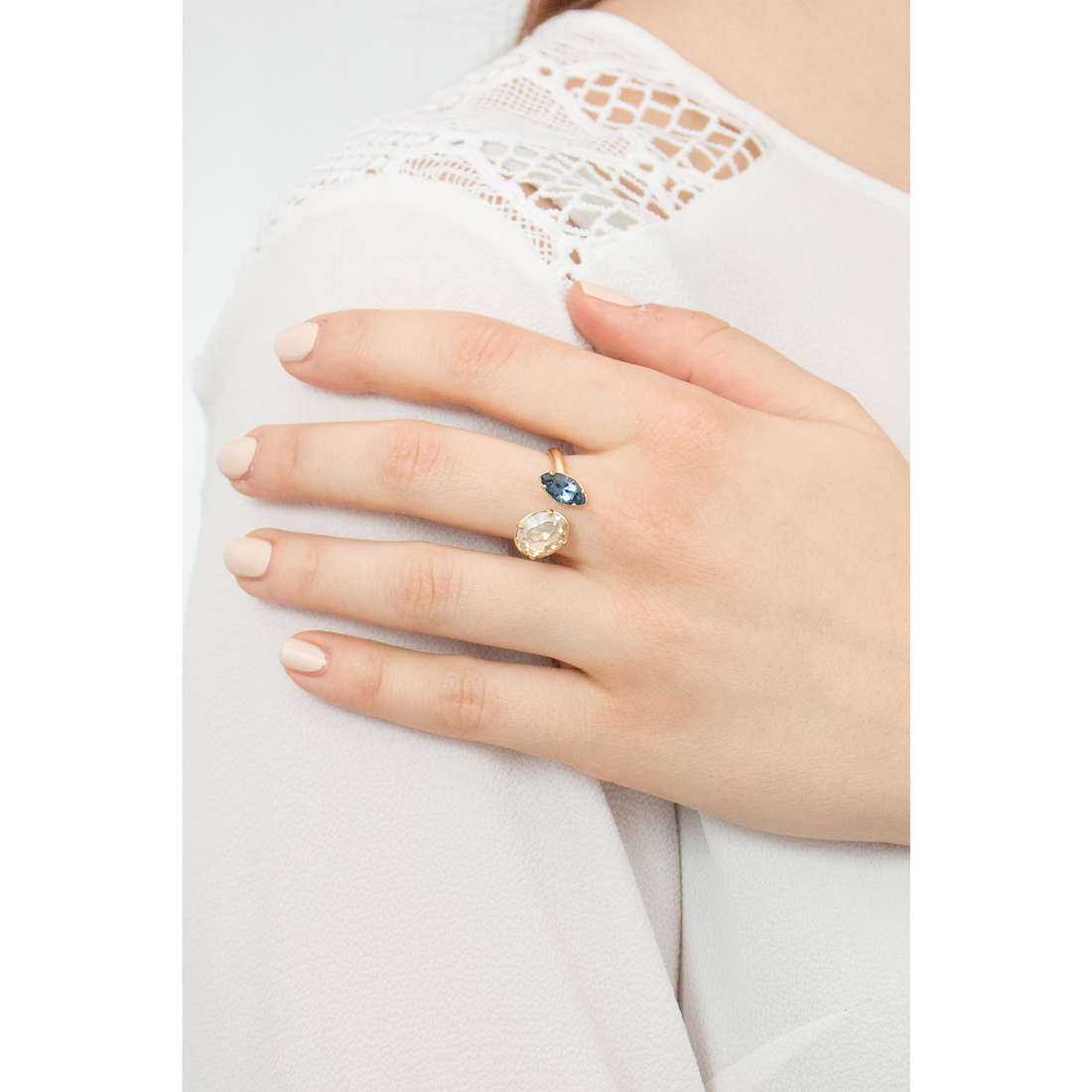 Brosway rings Affinity woman BFF42C indosso