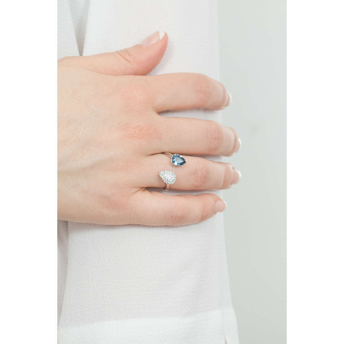 Brosway rings Affinity woman BFF44B indosso