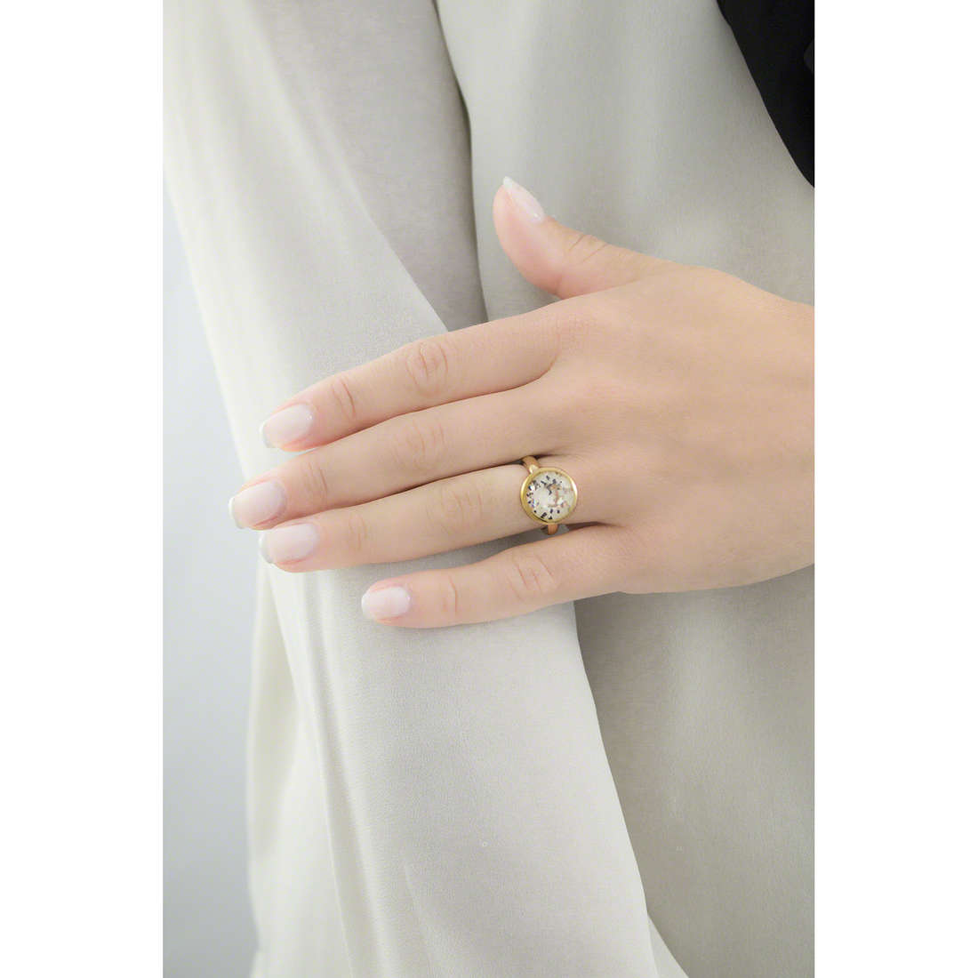 Brosway rings Tring woman BTGC131C indosso