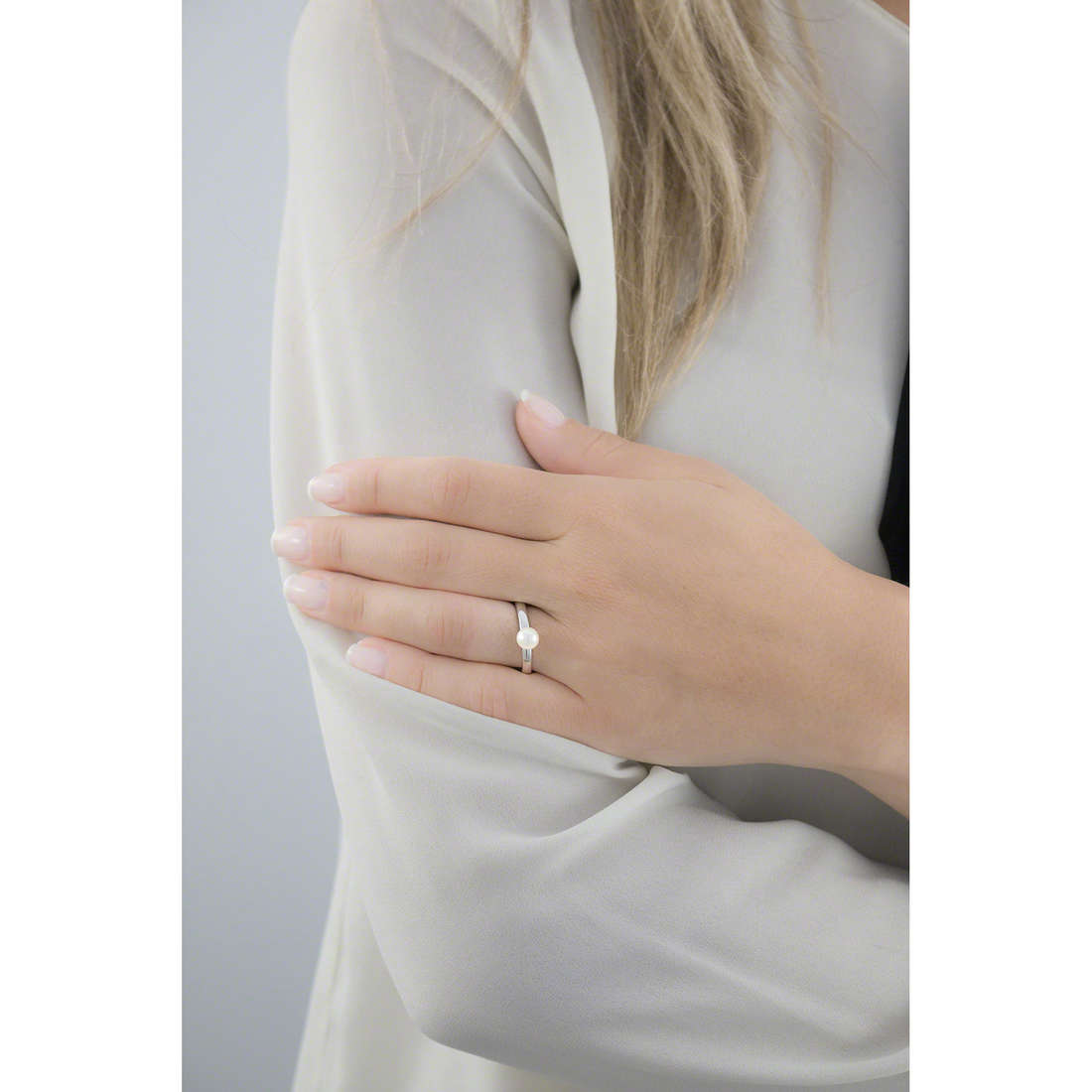 Brosway rings Tring woman BTGC42A photo wearing