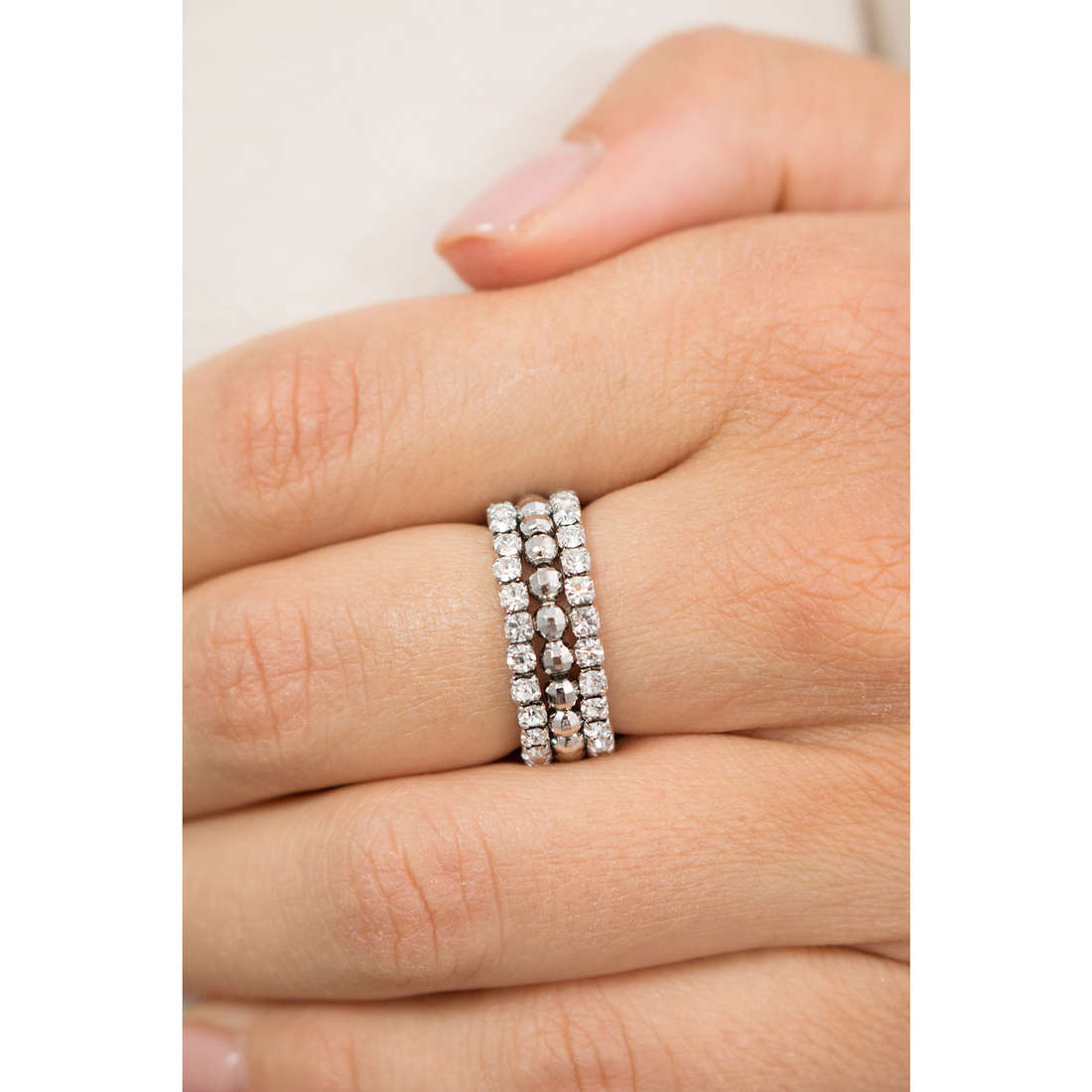 Luca Barra rings Brilliant Time woman LBANK107 photo wearing
