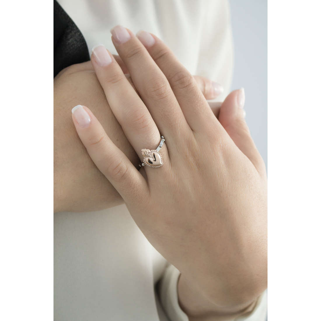 Marlù rings Sacro Cuore woman 13AN012-14 indosso