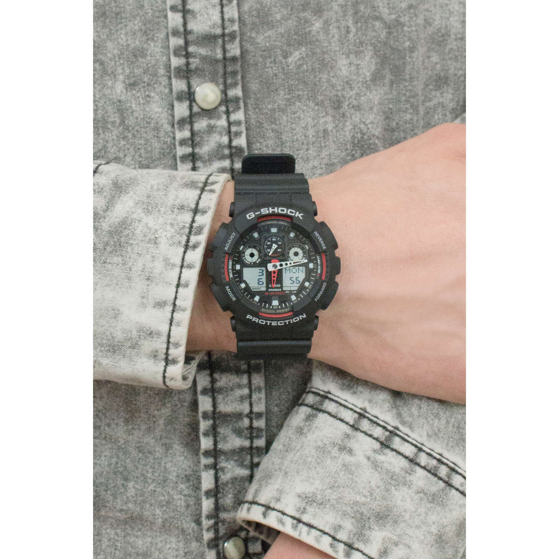 Casio digitals G-Shock man GA-100-1A4ER photo wearing